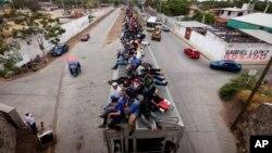 Sebuah kereta api yang membawa para calon imigran Amerika Tengah yang akan menuju ke Amerika melewati Meksiko (foto: dok).