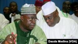 Gwamnan jihar Neja mai barin gado tare da Atiku Abubakar tsohon mataimakin shugaban kasa yayinda suk cikin PDP