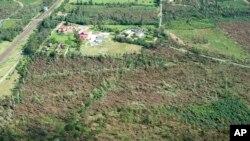 درخت های شکسته در نزدیکی روستای موینکی Młynki، لهستان ۱۳ اوت ۲۰۱۷