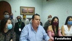Javier Tarazona, director de la ONG Fundaredes, en rueda de prensa.
