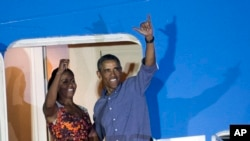 Predsednik Obama i prva dama Amerike Mišel na ulazu u avion na Havajima, 4. januar, 2014.