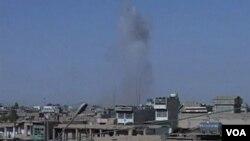 Asap tampak mengepul dari gedung pemerintah di Kandahar akibat bentrokan Taliban dan koalisi (8/5).