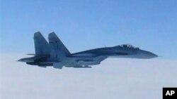 7일 일본 방위성이 공개한 러시아 수호이-27 전투기 사진. 방위성은 러시아 전투기가 영공을 침범했다고 주장했다.