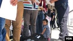 """El gobierno del presidente Trump espera reducir el número de migrantes indocumentados llegando a Estados Unidos con la modalidad de """"terceros países seguros"""", donde las personas en busca de asilo de hacer la petición, antes de llegar a EE.UU."""