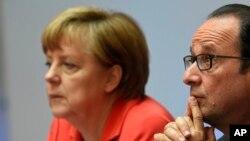 عکس آرشیوی از آنگلا مرکل صدر اعظم آلمان (چپ) و فرانسوا اولاند رئیس جمهوری فرانسه در کنفرانسی در برلین آلمان - ۲۹ اردیبهشت ۱۳۹۴