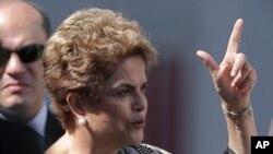 La Président Dilma Rousseff du Brésil parle lors d'une visite à Brasilia , au Brésil , le 23 Mars , ici 2016.