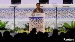 Presiden Joko Widodo saat menyampaikan kata sambutan pada pertemuan tahunan Dana Moneter Internasional - Bank Dunia 2018 di Nusa Dua, Bali, 12 Oktober 2018.