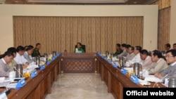 ရခိုင္ျပည္နယ္ တည္ၿငိမ္ေအးခ်မ္းမႈႏွင့္ ဖြံ႕ၿဖိဳးမႈတုိးတက္ေရး အေကာင္အထည္ေဖာ္ေရးဗဟိုေကာ္မတီ လုပ္ငန္းညွိႏႈိင္းအစည္းအေ၀း (ဓါတ္ပံု- Myanmar State Counsellor office)