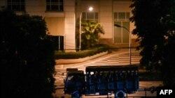 စစ္အာဏာသိမ္းျပီးေနာက္ပိုင္း တက္ၾကြလႈပ္ရွားသူမ်ားနွင္ NLD ဖြဲ ့၀င္မ်ားကို ညအခ်ိန္လိုက္လံဖမ္းဆီးစဥ္ (ဓာတ္ပံု - AFP)