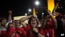 Apoiantes de Dilma Rousseff acompanhando votação no Senado