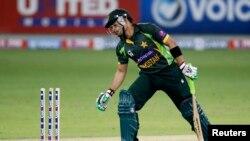 عمر اکمل کی جارحانہ بلے بازی بھی پاکستان کے کام نہ آ سکی (فائل فوٹو)