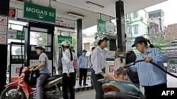 Petrolimex đã bắt đầu bán loại xăng 92 octane với giá 16.490 đồng một lít