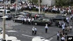 지하철 추돌 현장을 수습하기 위해 출동한 구급차와 경찰차들