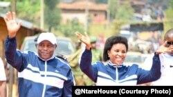 Prezida w'Uburundi Evariste Ndayishimiye n'umutambukanyi wiwe