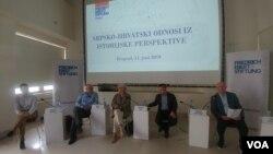 Panel o srpsko-hrvatskim odnosima, u Muzeju kinoteke, u Beogradu, 11. juna 2019. (VOA)