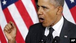 "El presidente Barack Obama le advierte a Rusia que intervenir militarmente en Ucrania sería un ""grave error""."