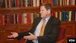 Phó giám đốc phụ trách khu vực Châu Á của Human Rights Watch Phil Robertson trong một cuộc phỏng vấn với VOA.