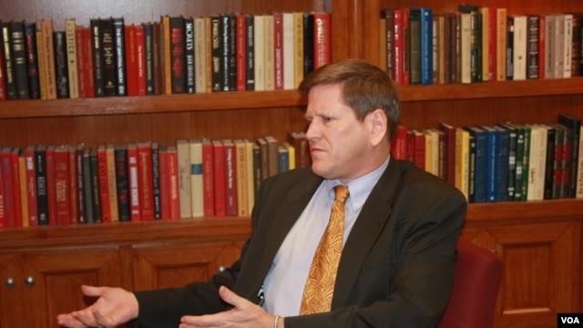 Ông Phil Robertson, Phó giám đốc HRW nói với VOA Việt ngữ vụ án này là tín hiệu cảnh báo cho nhà cầm quyền Hà Nội về hậu quả của tình trạng thiếu nhân quyền và pháp trị tại Việt Nam.