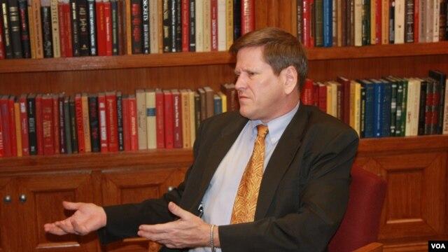 Phó Giám đốc phụ trách khu vực Châu Á thuộc Human Rights Watch Phil Robertson.