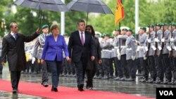 მერკელი და კვირიკაშვილი ბერლინში, გერმანიის ფედერალური კანცელარიის წინ