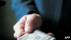 Việt Nam truy nã một quan chức bị tố cáo lừa đảo hơn 3,8 triệu đôla