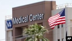 Un total de 26 instalaciones del Departamento de Veteranos están siendo investigadas.