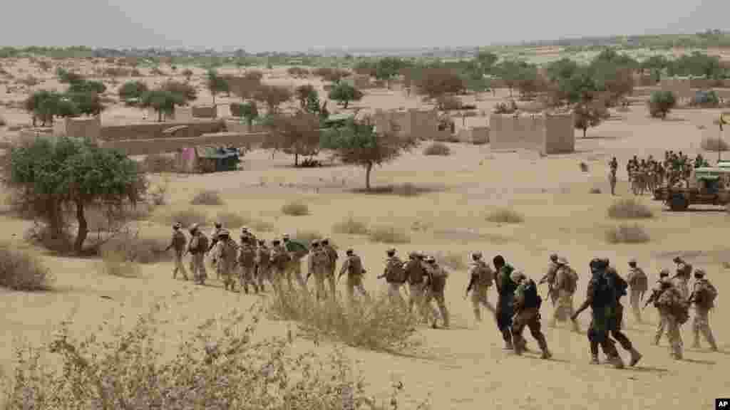 Les troupes tchadiennes participent, avec les forces spéciales nigérianes, à un exercice de libération d'otages à Mao, Tchad, samedi 7 nars 2015