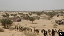 Vikosi vya Chad vikisaka kundi la Boko Haram jangwani Chad.