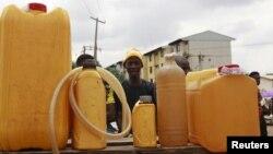 Longas filas em Cabinda