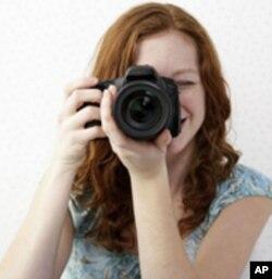 ایس ایل آر کیمروں کی قیمتوں میں نمایاں کمی واقع ہوئی ہے جس کی وجہ سے عام لوگ بھی انھیں خرید سکتے ہیں