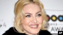 Madonna setelah menerima penghargan dari Billboard Music Awards di MGM Grand Garden Arena, Las Vegas (19/5).