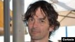 Mark Moogalian se recupera en un hospital francés tras ser herido en el frustrado ataque a un tren de alta velocidad en Francia.