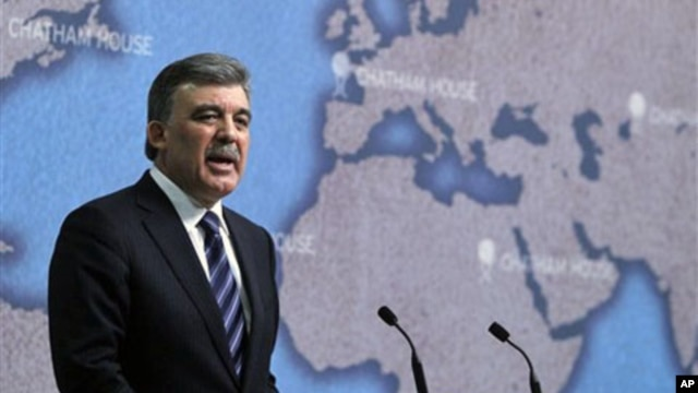 Turkish President Abdullah Gul speaks on Turkey's international relations, at Chatham House in London, 08 Nov 2010