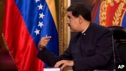 En repetidas ocasiones, la exfiscal Luisa Ortega ha afirmado que tiene evidencia que implica a Maduro y a otros altos funcionarios en actos de corrupción relacionados con Odebrecht.