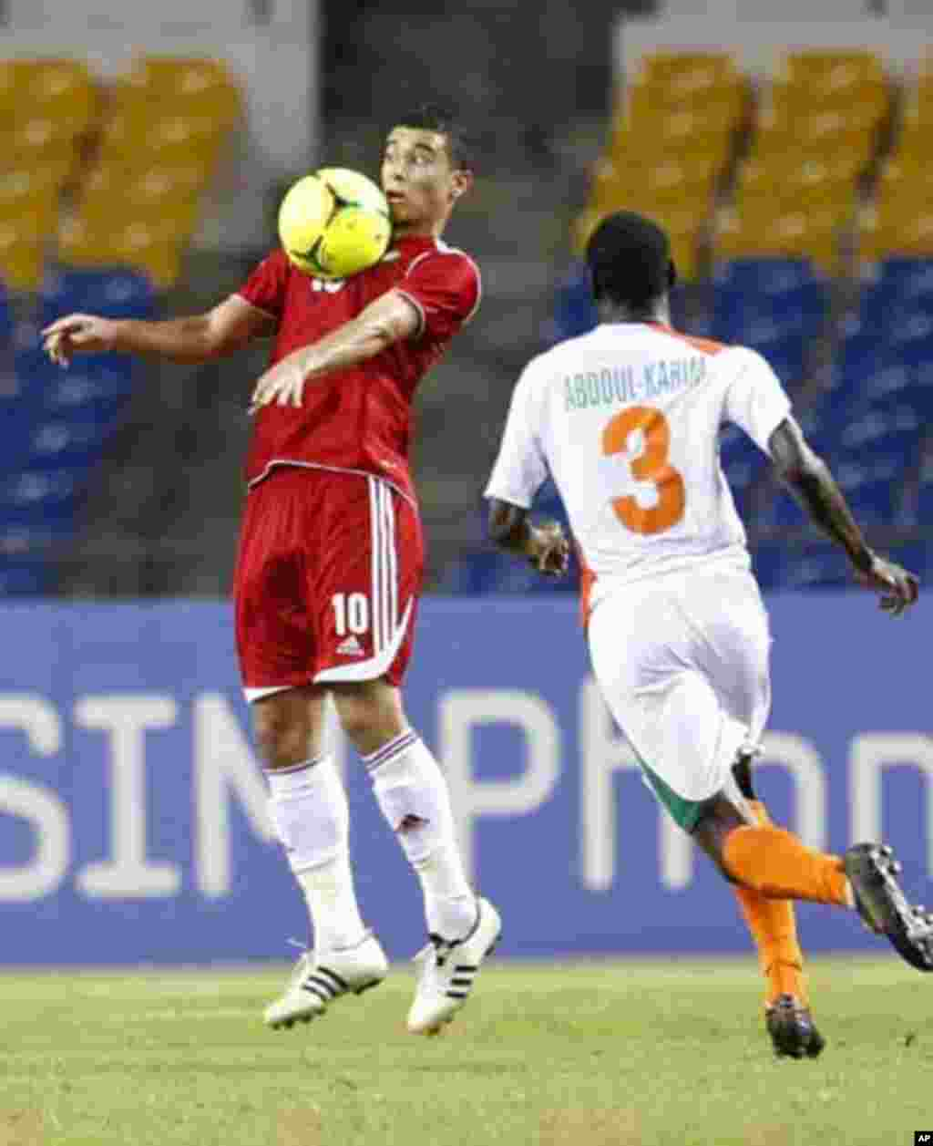 Morocco's Younes Belhanda (10) controls the ball against Niger's Karim Lancina during their final African Cup of Nations Group C soccer match at the Stade De L'Amitie Stadium in Libreville, Gabon January 31, 2012.