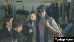 북한 조선중앙TV는 26일 오후 전 미국 프로농구(NBA) 선수인 '악동' 데니스 로드먼과 일행이 평양에 도착했다고 보도했다.