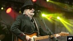 Merle Haggard grabó decenas de álbumes durante 40 años de carrera artística.