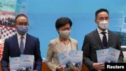 香港特首林鄭月娥與官員星期二召開記者會公佈改變香港選舉制度 (路透社照片)