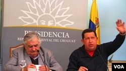 Los presidentes de Uruguay y Venezuela dieron una rueda de prensa en Montevideo en la que hablaron sobre Unasur, Libia y proyectos bilaterales.
