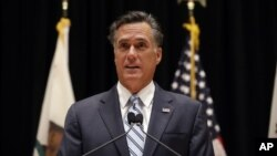 Romney tuvo éxito en volverse aceptable para los conservadores durante las primarias, pero no ha hecho una transición fácil como candidato a la elección general.