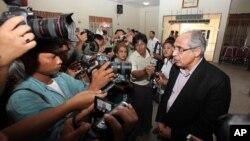 Ông Vijay Nambiar nói chuyện với phóng viên sau khi tới thăm trại tị nạn ở Meikhtila, phía bắc Rangoon, 24/3/2013