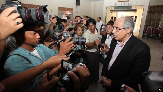 Vijay Nambiar (r) U.N. Secretary General's Special adviser on Burma, talks to journalists after he visited refugee camps in Meikhtila, Mandalay division, about 550 kilometers (340 miles) north of Rangoon, March 24, 2013.