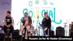 Husein Ja'far Al Hadar (tengah) dalam salah satu kegiatan dakwah untuk kaum muda. (Foto:Husein Ja'far Al Hadar/dokumen pribadi)