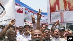 也门塔兹的民众周日举行抗议,要求萨利赫总统辞职