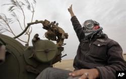 Un rebelle libyen dans un faubourg d'Ajdabiya