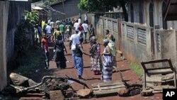 几内亚首都居民在发生冲突事件后返家