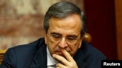 그리스 연립정당의 안토니스 사마라스 총리가 29일 대선 결과를 듣고 어두운 표정을 하고 있다.