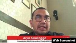 Koordinator PMO Komunikasi Publik KPC PEN Arya Sinulingga dalam telekonferensi pers di Jakarta, Selasa (23/2). (Foto:VOA)