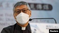 រូបឯកសារ៖ ព្រះអង្គ Stephen Chow ដែលត្រៀមចូលកាន់តំណែងជាសង្ឃនាយកគ្រិស្ដសាសនារ៉ូម៉ាំងកាតូលិកនៅទីក្រុងហុងកុង ចូលរួមក្នុងសន្និសីទសារព័ត៌មានមួយក្នុងទីក្រុងហុងកុង ប្រទេសចិន ថ្ងៃទី១៨ ខែឧសភា ឆ្នាំ២០២១។