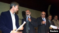 FILE - Turkish writers (L-R) Orhan Pamuk, Ahmet Altan, Yasar Kemal, Zulfi Livaneli and Mehmet Uzun attend a joint news conference in Istanbul, October 11, 1999. Ahmet Altan, was detained for trial on Friday, Sept. 22, 2016.